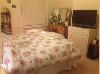 EasyRoommate UK - BEAUTIFUL UNFURNISHED DOUBLE ROOM TO RENT - NORTH SHEEN  - North Sheen, London - £580 pcm