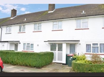 EasyRoommate UK - Room to share/rent in Crawley - New refurb house - Southgate, Crawley - £450 pcm