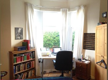 EasyRoommate UK - Large room in shared postgrad house in Roath - Roath, Cardiff - £260 pcm