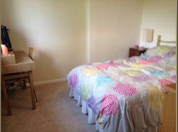 EasyRoommate UK - Double room available immediately - fantastic location - Farnham, Waverley - £570 pcm