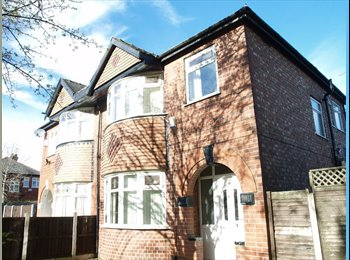 EasyRoommate UK - Bright, spacious room in student house! - Fallowfield, Manchester - £427 pcm