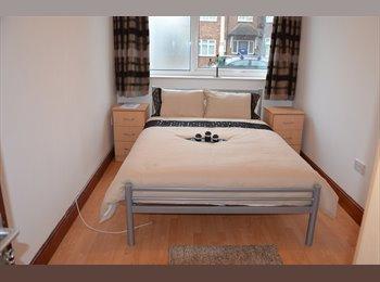 BEAUTIFUL/BRIGHT/FRESH DOUBLE & SINGLE ROOMS - W13