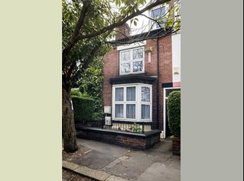 EasyRoommate UK - Large room available in 3 bedroom student house! - Sharrow Vale, Sheffield - £324 pcm