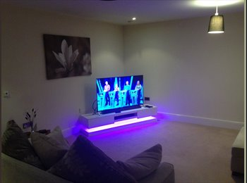 EasyRoommate UK - Large double ensuite room available in luxury flat - Sutton Coldfield, Birmingham - £550 pcm