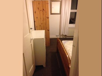 Large double bedroom close to city centre