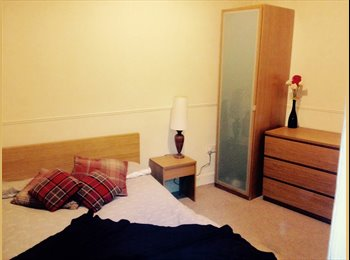 EasyRoommate UK - 1 double bedroom to rent within a 2 bed  - Edinburgh Centre, Edinburgh - £370 pcm