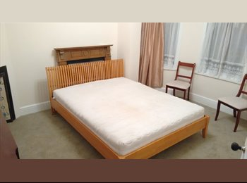 EasyRoommate UK - Big double room in a sociable newly refubrished house with garden - Turnpike Lane, London - £720 pcm