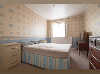 EasyRoommate UK - Stratford Cheap Large Double Room - Stratford, London - £786 pcm