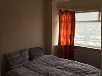 EasyRoommate UK - Very nice and spacious room to rent! - Gants Hill, London - £500 pcm