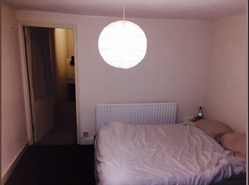 Nice Double room in the House share with European tenants