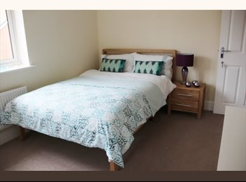 EasyRoommate UK - Double Room in Jennetts Park with/without ensuite - Easthampstead, Bracknell - £550 pcm