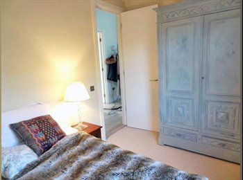 A well-decorated double room on Bravington Road, Queen's...