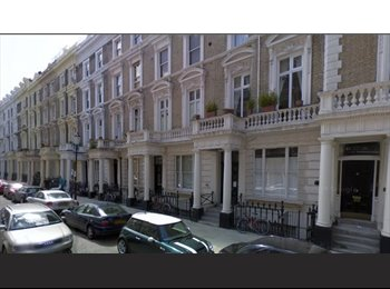 EasyRoommate UK - Spacious Double Mezzanine Studio Flat In Prime Location - Notting Hill, London - £1,000 pcm