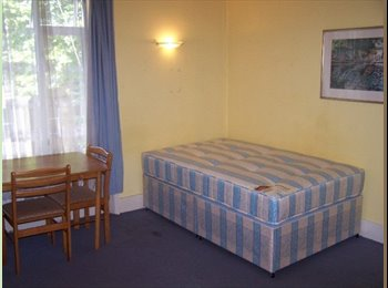 EasyRoommate UK - Well Maintained Double Studio Flat - West Kensington, London - £737 pcm
