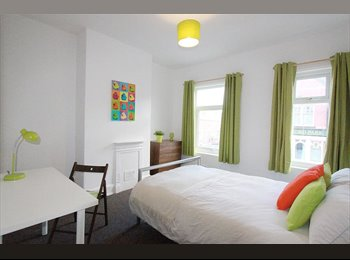 Large room in student house, recently refurbished