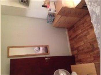 EasyRoommate UK - 1 Bedroom Flat To Rent, Zone 2, £275.00pw  - Clapham, London - £1,191 pcm