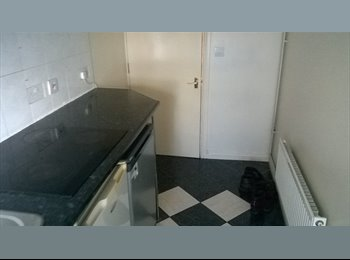 EasyRoommate UK - 2 bedrooms to share,  fantastic location on GLOUCESTER ROAD - Horfield, Bristol - £350 pcm