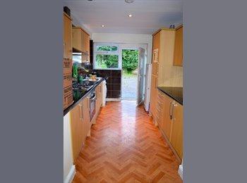 EasyRoommate UK - Best House in Victoria Park NO DEPOSIT !!! - Rusholme, Manchester - £400 pcm