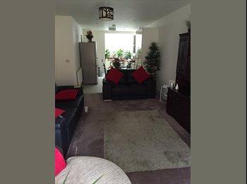 EasyRoommate UK - Double room - Eldwick, Bradford - £360 pcm