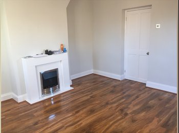 EasyRoommate UK - Room To Let Whitechapel Area E1 All Bills Included - Whitechapel, London - £800 pcm
