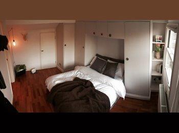 EasyRoommate UK - Amazing top floor room overlooking Hampstead Heath  - Hampstead, London - £1,025 pcm