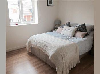 EasyRoommate UK - Large Double room - Morden, London - £850 pcm
