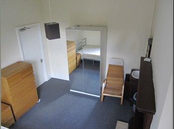 EasyRoommate UK - WEST BRIDGFORD seeks single professional. - West Bridgford, Nottingham - £399 pcm