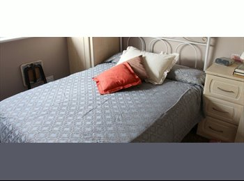 Comfortable Room with Double Bed in Shared 2 Bedroom House...