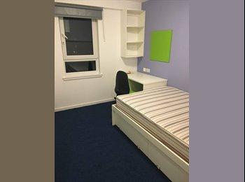 EasyRoommate UK - Spacious ensuite Room in brand new UoE Accommodation - Edinburgh Centre, Edinburgh - £570 pcm