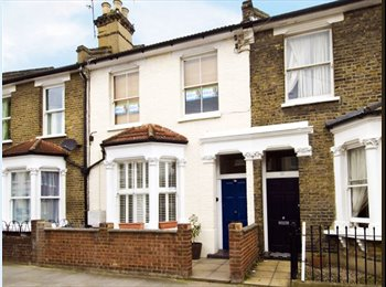 EasyRoommate UK - A large double room available in a friendly flatshare on Biscay Road, Hammersmith W6 - Hammersmith, London - £620 pcm