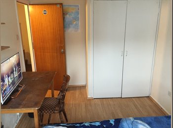 EasyRoommate UK - £430 Spacious & furnished double room - Southsea, Portsmouth - £430 pcm