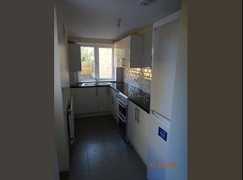 EasyRoommate UK -  Semi-detached House in Kingston Upon Thames - Hampton Wick, London - £2,750 pcm