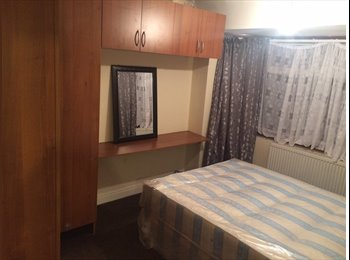 EasyRoommate UK - Double Room availabel in Hayes - Hayes, London - £450 pcm