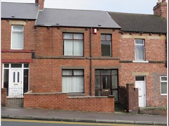 EasyRoommate UK - Rooms to Let in Large Terrace House, Park Road, Durham - Durham, Durham - £300 pcm