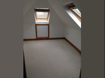 EasyRoommate UK - Bright modern room in large house - Waterlooville, East Hampshire and Havant - £395 pcm