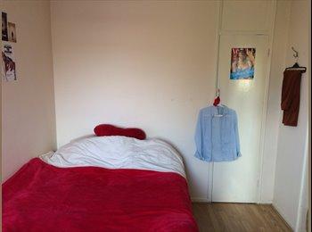 EasyRoommate UK - spacious double room in 3 bedroom flat - Canada Water, London - £750 pcm