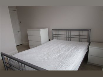 EasyRoommate UK - Double Room with ensuite in the Centre of Poole Town - Poole, Poole - £495 pcm