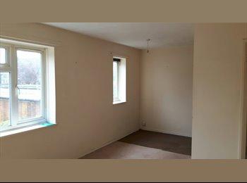 EasyRoommate UK - Great low cost flats available in Wallington - Wallington, London - £303 pcm