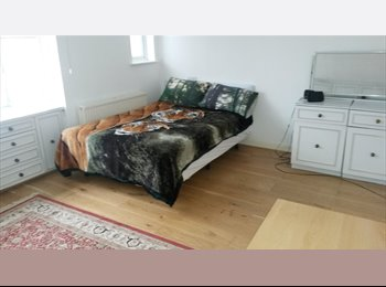 EasyRoommate UK - Large Double Bedroom - Barnet, London - £560 pcm