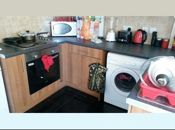 EasyRoommate UK - 1 room available, close to university and local amenities - Huddersfield, Kirklees - £303 pcm