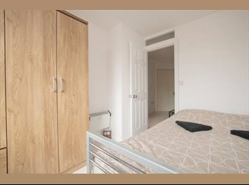 Cheap & Cozy Stratford Double Room!!