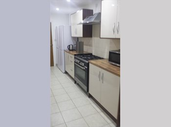 EasyRoommate UK - Lovely rooms in a 5 bedroom House - Gosford Green, Coventry - £435 pcm