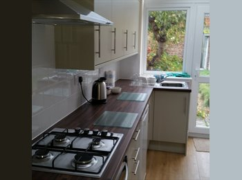 EasyRoommate UK - Professional Woman Tenants Required - Cosham, Portsmouth - £520 pcm