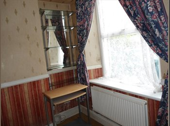 EasyRoommate UK - Treforest Pontypridd 2 double bedrooms available now - Bonvilston, Cardiff - £200 pcm