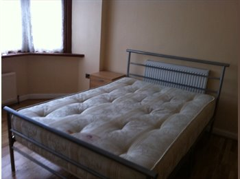 EasyRoommate UK - SPACIOUS CLEAN FURNISHED DOUBLE  ROOM - CLOSE TO TUBE AND BUS LINKS - Newbury Park, London - £450 pcm