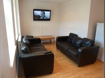 LOVELY DOUBLE ROOM AVAIL IN STUDENT HOUSE SHARE - HEATON -...