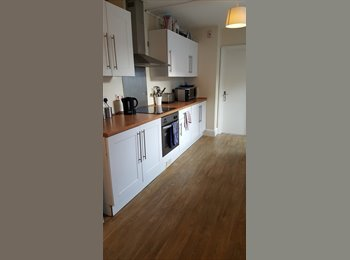 EasyRoommate UK - Downend large bright double rooms in shared house, Bristol - £450 pcm