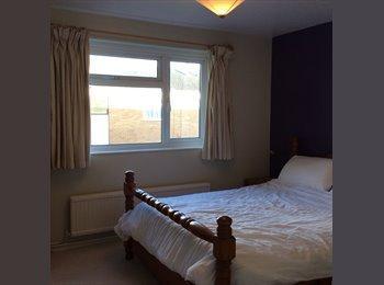 EasyRoommate UK -  Double room - Popeswood, Bracknell - £550 pcm