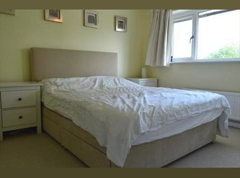 EasyRoommate UK - Furnished double bedroom  - Maidenhead, Maidenhead - £500 pcm