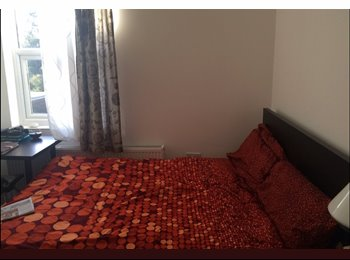 Stunning double room very close to Bounds Green underground...